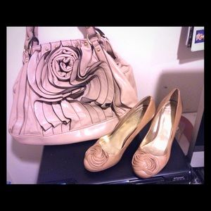 Shoes - Tan heels with pretty flower design